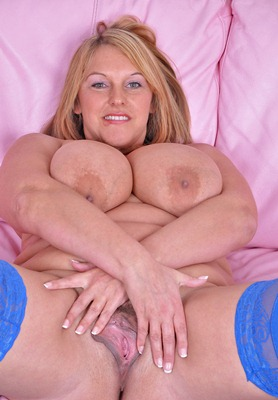 busty-britain-hot-carol-playing-with-her-pussy
