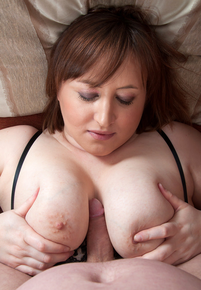 busty-britain.com-laura-lou